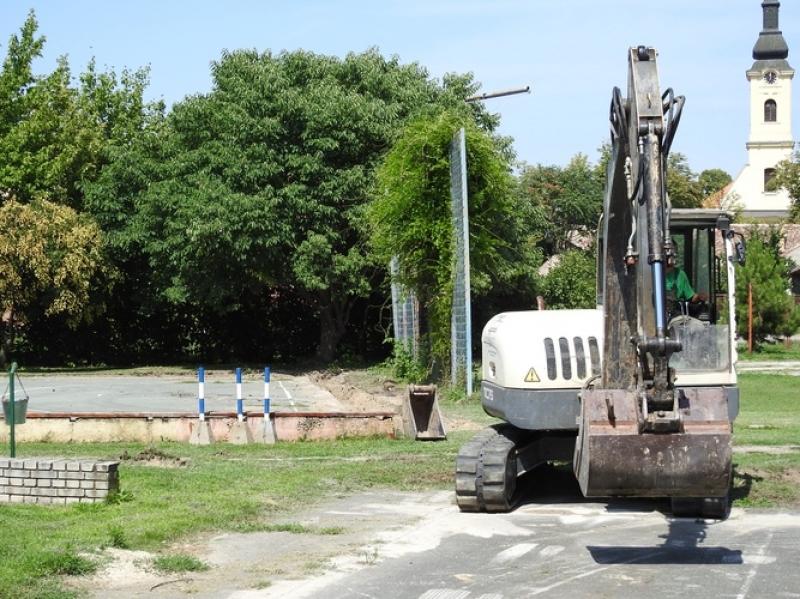 Сутра отварање реновираних спортских терена у апатинској гимназији