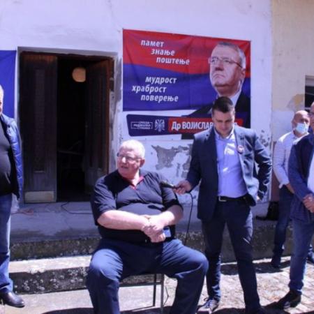 "DR ŠEŠELJ U POSETI APATINSKIM RADIKALIMA: ""VUČIĆU NEĆU ZABITI NOŽ U LEĐA"""